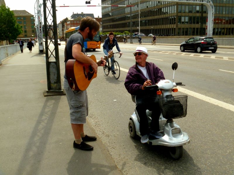 Thilo singing and witnessing to an older guy on the street.